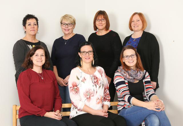 ylärivi: Elli, Riitta, Minna, Annika ja alarivi: Heidi, Sari ja Linda.
